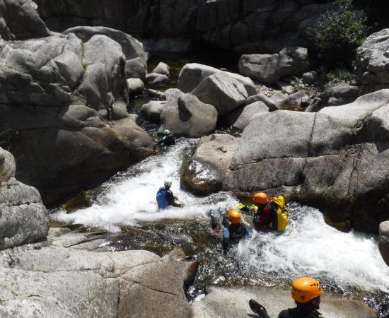 Pourquoi le débit du Chassezac reste idéal pour le canyoning pendant toute la saison d'été ?